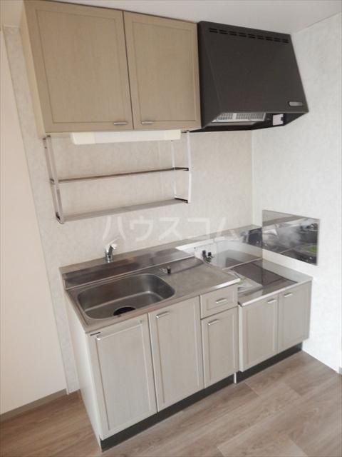 スリーゼハイツ 202号室のキッチン