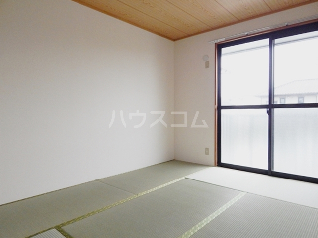 スリーゼハイツ 202号室の居室