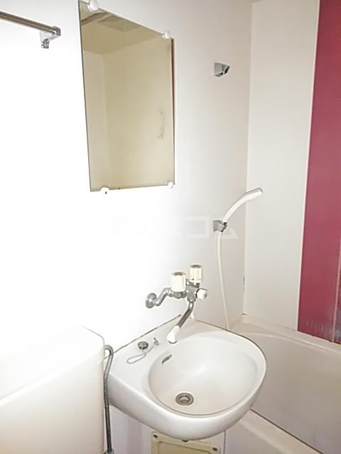 ベルピア姫宮第1 207号室の洗面所