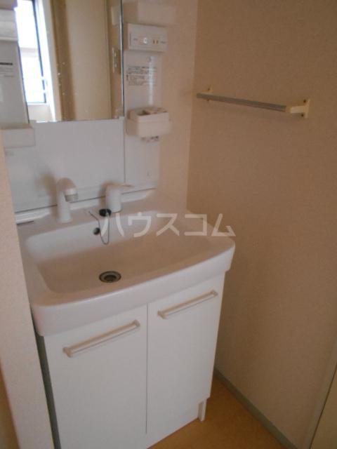 メゾンセピアC 202号室の洗面所