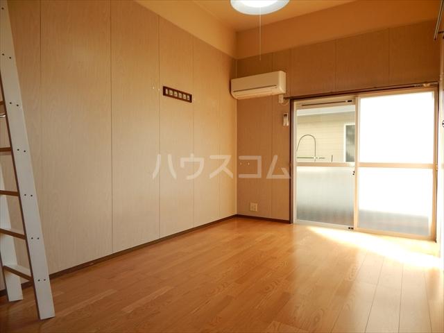 サンシャトー姫宮 108号室のリビング