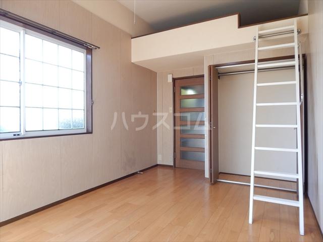 サンシャトー姫宮 108号室の居室