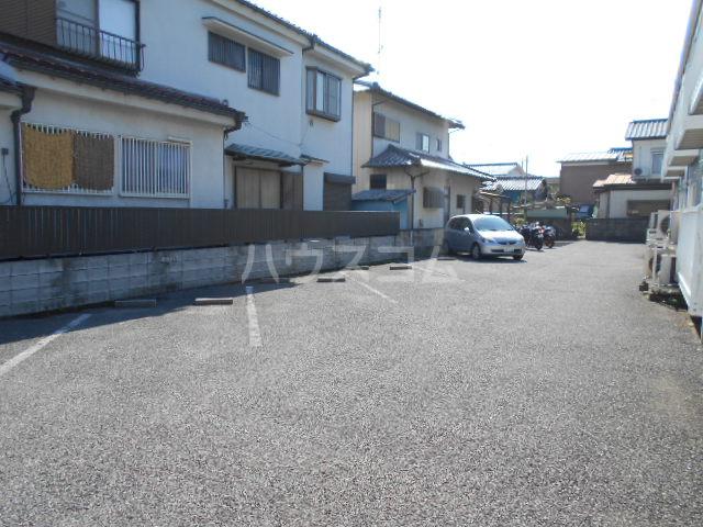 エステートピア島村1 106号室の駐車場