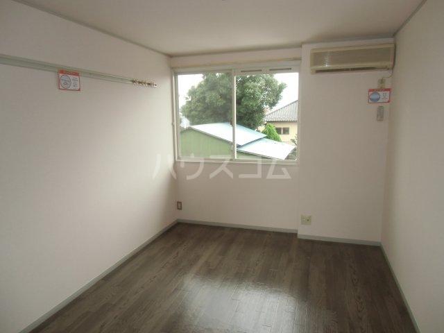 ピュアコート 壱番館 1-206号室のリビング