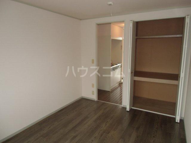 ピュアコート 壱番館 1-206号室の居室