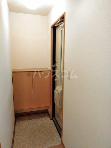 マインハイム 103号室の玄関