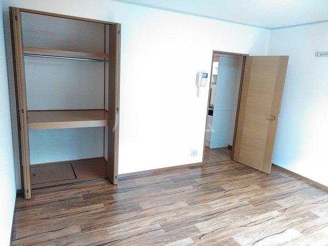 メゾンHOKUSHIN 105号室のベッドルーム
