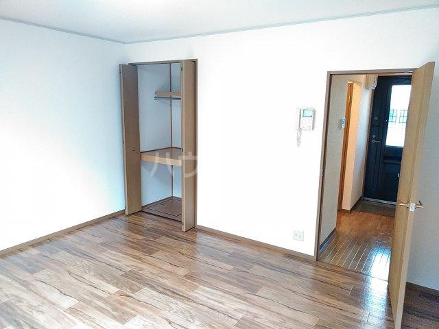 メゾンHOKUSHIN 105号室のリビング