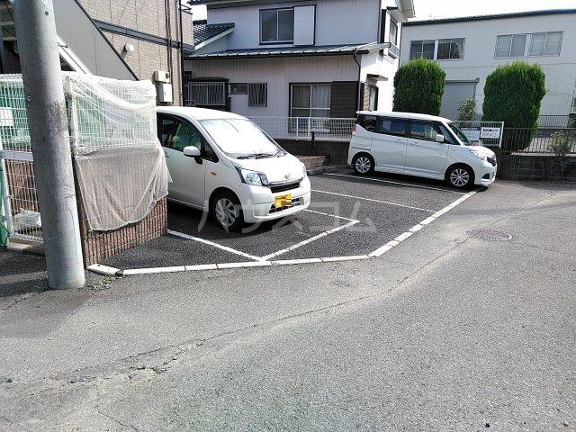メゾンHOKUSHIN 105号室の駐車場