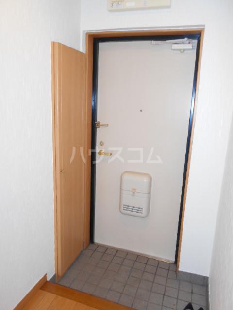 ラヴィエール 103号室の玄関