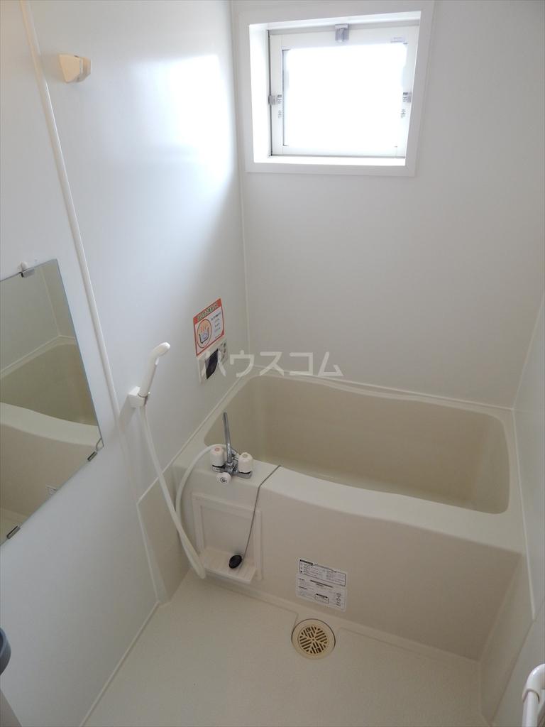 ソレアードⅢ 203号室の風呂