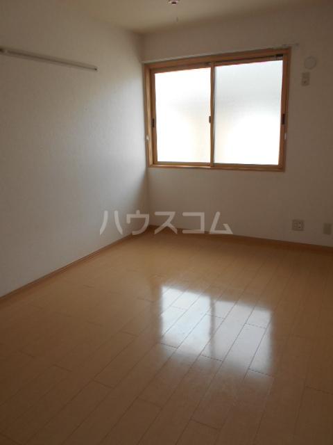 ソレアードⅢ 203号室の居室