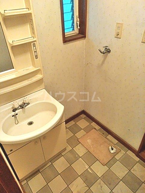コーポタナカ 202号室の洗面所