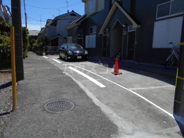 グリーンハイツ稲 202号室の駐車場