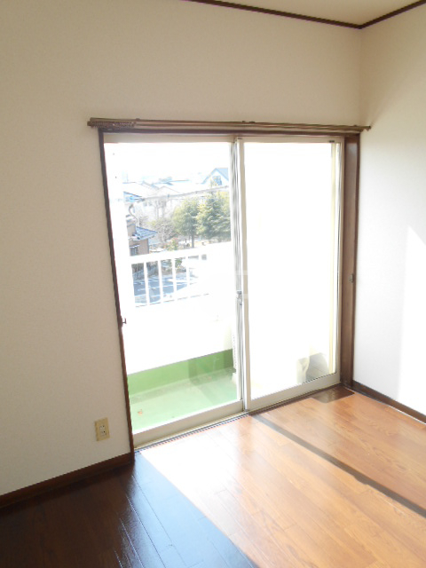 リヴ南桜井 203号室のリビング