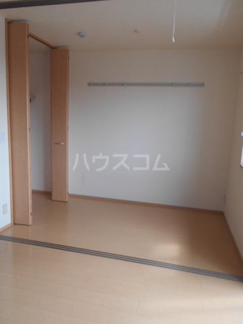 オークヒルズ Ⅱ 302号室のリビング