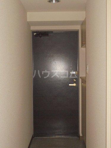 セントラルコート春日部 208号室の玄関