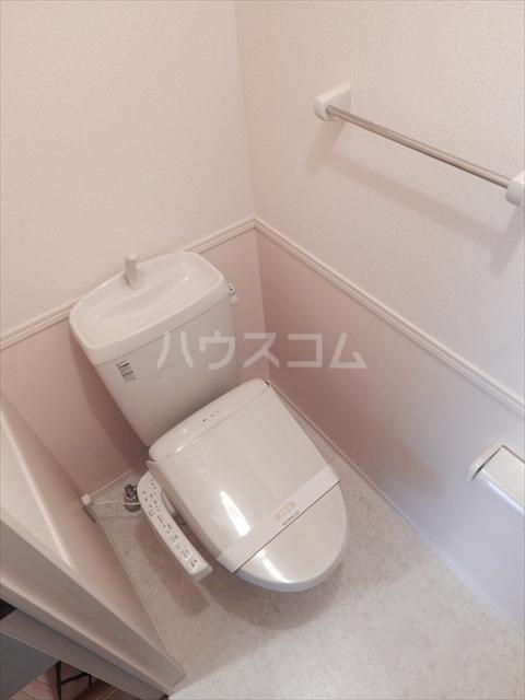グリシーヌC 201号室のトイレ