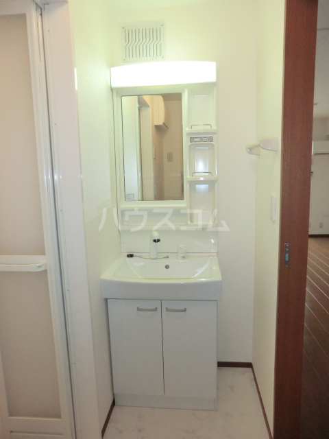 プリーマ 102号室の洗面所