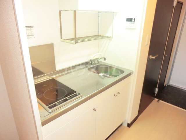 メゾン・シャルルーズ 101号室のキッチン