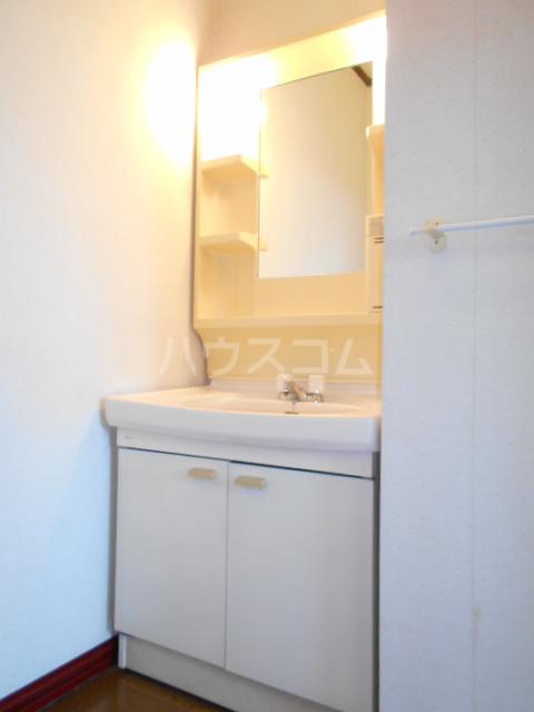オオツキアパート 305号室の洗面所