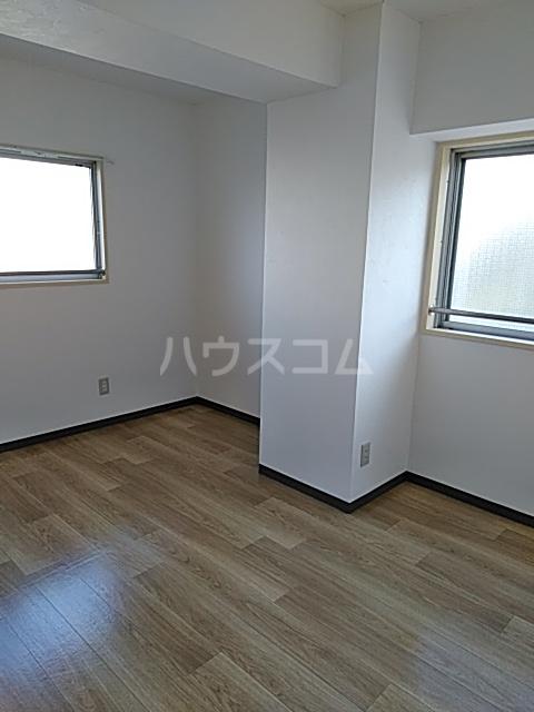 グランデージ武里 210号室の居室