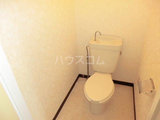 グランデージ武里 410号室のトイレ