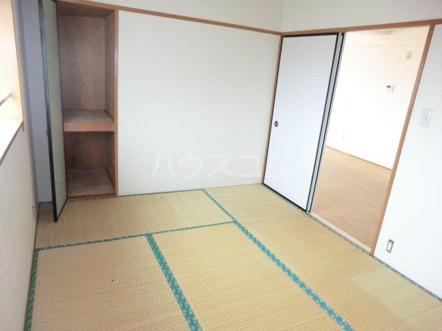 グランデージ武里 410号室の居室