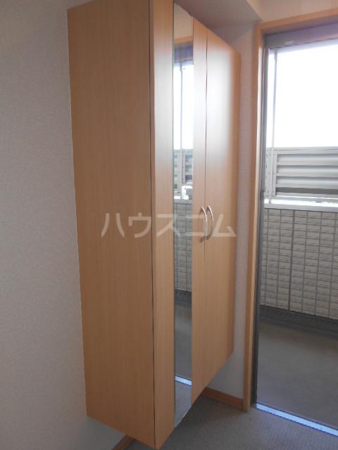 フルール 302号室の玄関
