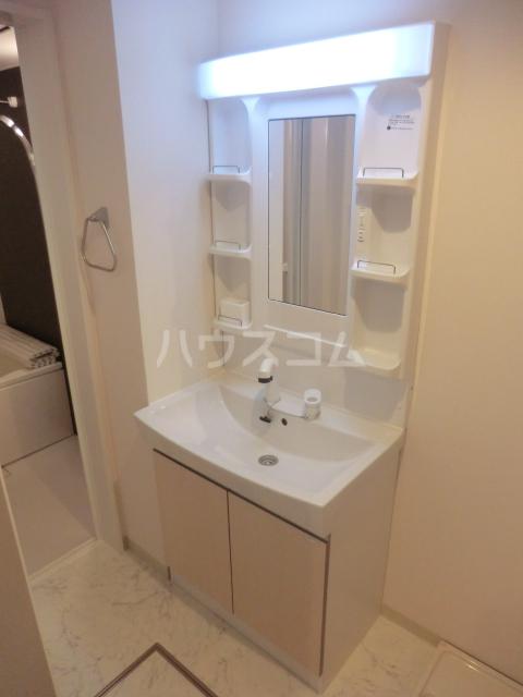 archette 102号室の洗面所