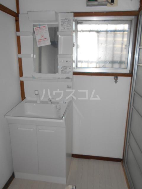 清地6丁目戸建の洗面所