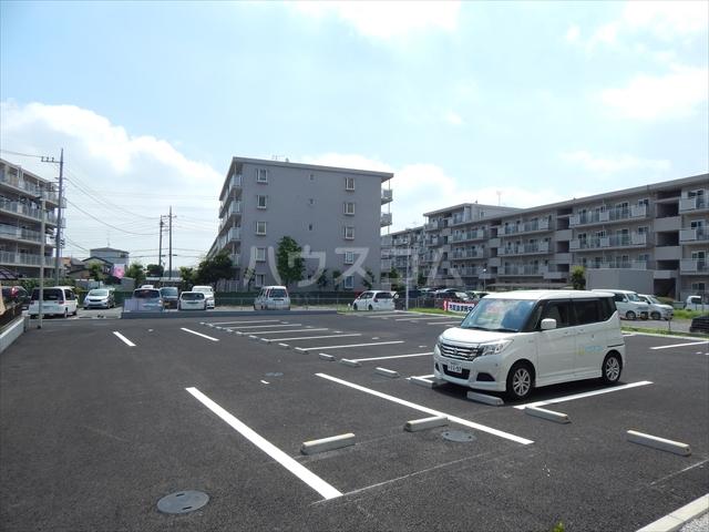 Airis 105号室の駐車場