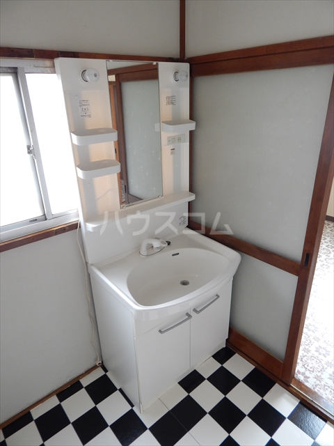 杉戸町鷲巣貸家の洗面所