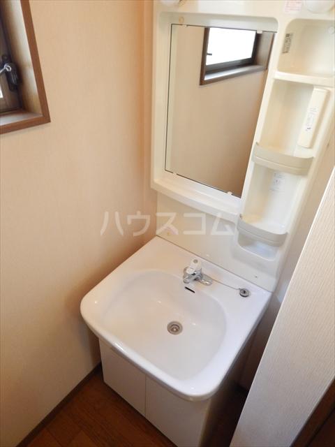 緑町貸家の洗面所