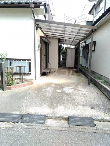 藤塚貸家の駐車場