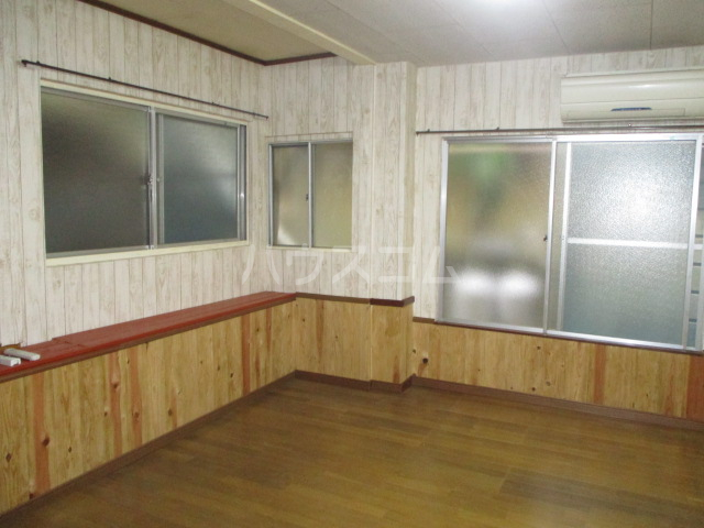 メゾン菅生 102号室のリビング