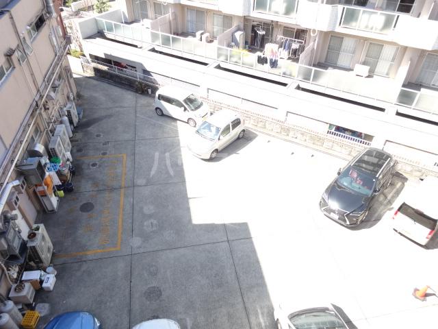 吉村ビル 409号室の駐車場