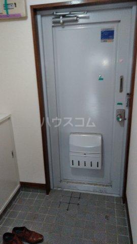 スカイプラザ 305号室の玄関