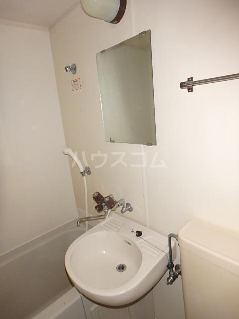 ドエル西船 103号室の洗面所