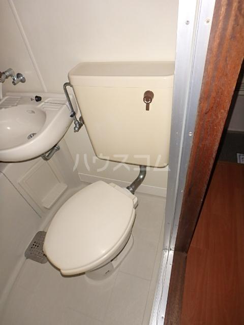 ドエル西船 103号室のトイレ