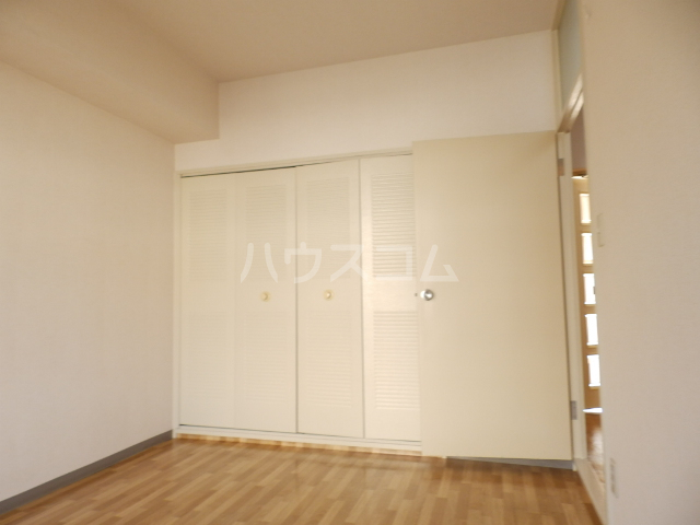 グリーンタウン石井 302号室の居室