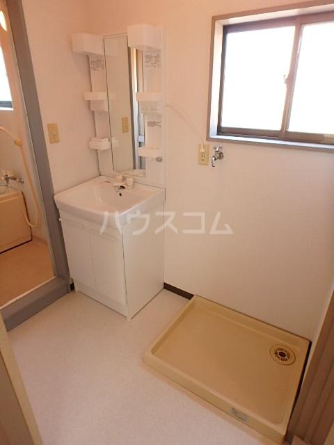 メゾン中山 201号室の洗面所