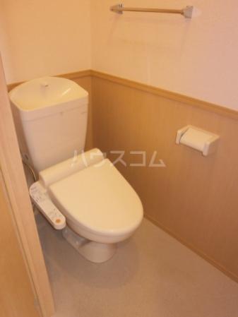 スカイタウン塚田 305号室のトイレ