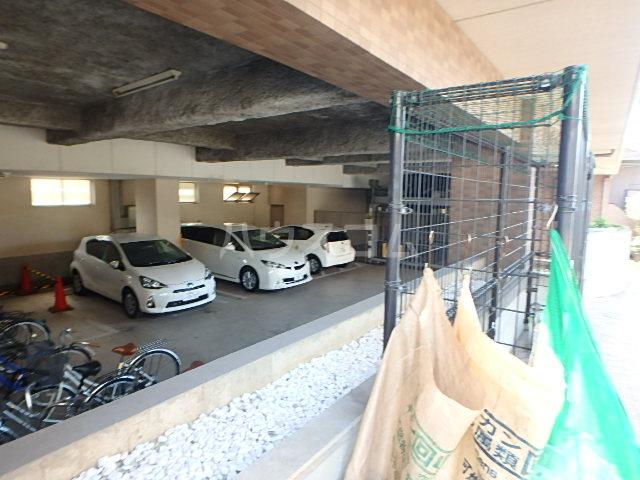 パルコート海神 206号室の駐車場