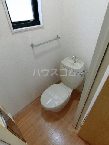 ミルトニアA棟 101号室のトイレ