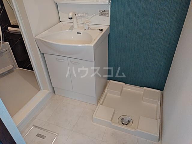 グランインフィニティ海神町 201号室の洗面所