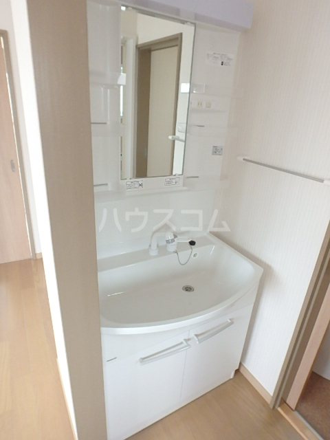 コスモクレール 201号室の洗面所