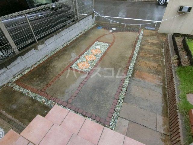 鈴木貸家の駐車場