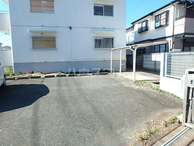 プランドール 202号室の駐車場