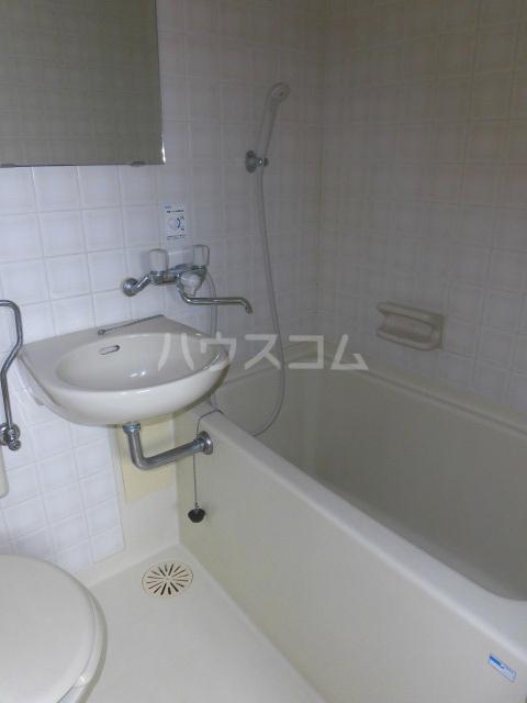 ハウス第五仲町 303号室の風呂